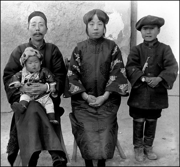 A Southern Chinese family photographed by Ralph Ponsonby Watts, a British diplomat, who undertook an amazing journey from Kashmir to Kashgar (in Xinjiang Province, southern China) in 1932