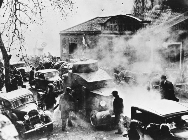 Traffic on the Spanish French border in 1939
