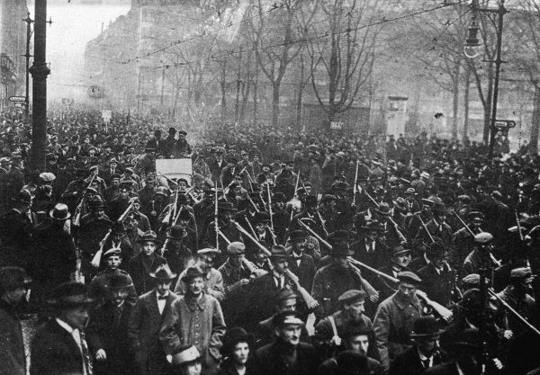 Armed workers on their way to occupy the newspaper district, Berlin. This was part of the failed 'Spartacist' uprising