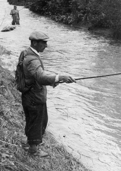 Sporting angler and the communal fisherman. This trout fisherman fishes without a spool. He pulls the fishing line, which cannot break, and which has a severe hook