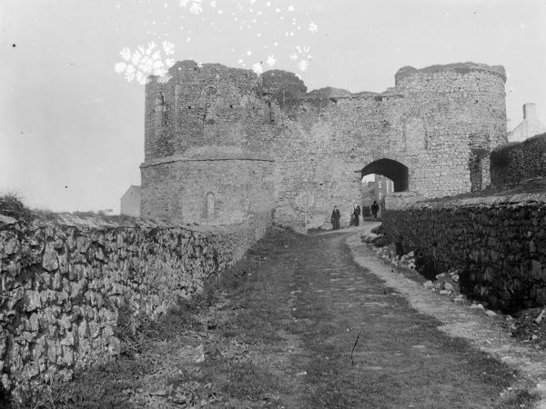 View of St David's Tower Gate, dating from the 13th century, in The Pebbles, St David's, Pembrokeshire, Dyfed, South Wales