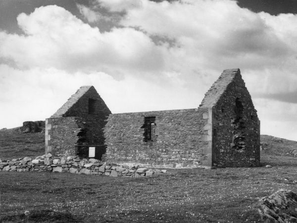 The ruins of St. Ninian's Chapel, near the harbour, Isle of Whithorn, Wigtownshire, Scotland. It is reputed to be the first recordced Christian church in Scotland. Date: circa 397 A,D