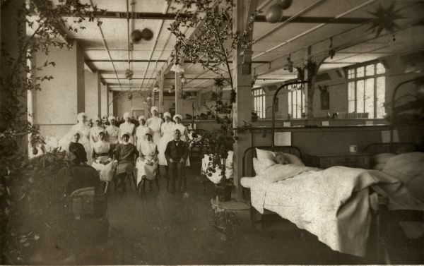 Doctors and nurses in Ward 12 at the Holborn Union Infirmary, Archway Road, Highgate. The building, opened in 1879, was designed by Henry Saxon Snell. Date: Date unknown