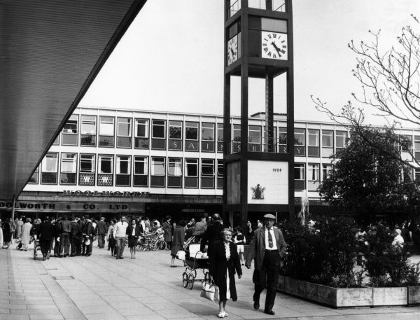 This pedestrianised shopping centre at Stevenage New Town, Hertfordshire, England was the first in England, opened in 1959. It was also the first designated New Town in 1946. Date: July 1966