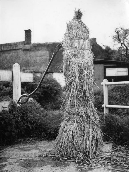 When winter comes in the village of Long Stanton, Cambridgeshire, England, the wise villagers cover their water pump with straw, so that their supply does not freeze! Date: 1950s