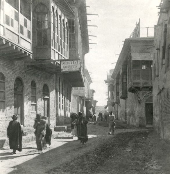 Street scene in Busra, Mesopotamia (now Basra, Iraq) during the First World War. Date: 1914-1918