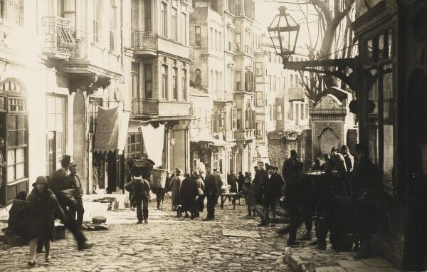 Street scene in Constantinople. The capital city of the Roman Empire between 330-395 AD, in Byzantine times, Byzantium was considered the world centre of civilsation for 600 years