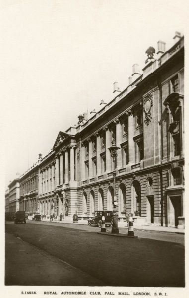 Street view of the Royal Automobile Club, Pall Mall, London. The club was founded in 1897. Date: circa 1920s