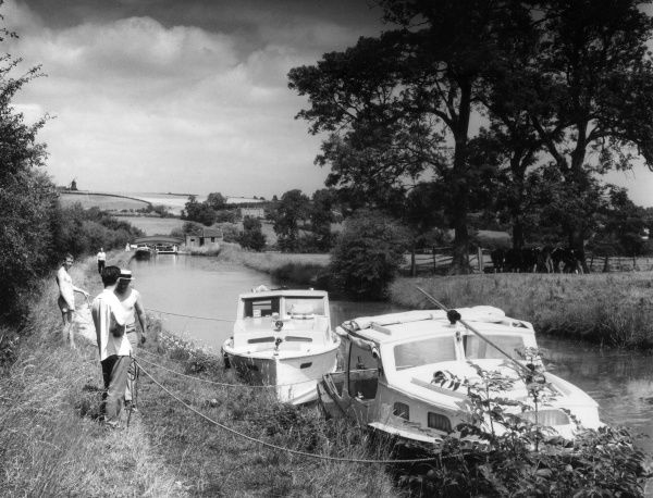 Students plying private hire motor cruisers on the Oxford Canal, near Napton, Warwickshire, England. Date: early 1960s