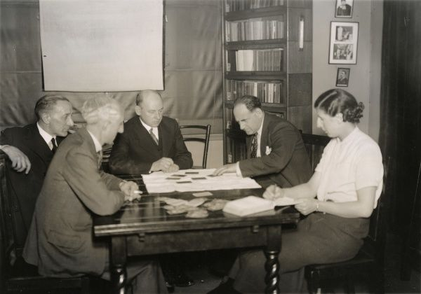 "Photograph of Dr S.E Soal, Ethel Beenham and others testing the Czechoslovak vaudeville telepath Fred Marion (a.k.a. Josef Kraus), 1933. Krauss is ""sensing"" the value and colour of a playing card, only the back of which is exposed to his view"