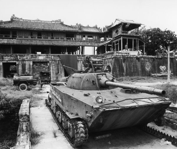 Hue, South Vietnam: North Vietnamese tank in front of the Ngo Mon Gate of the Thai- Hoa Palace