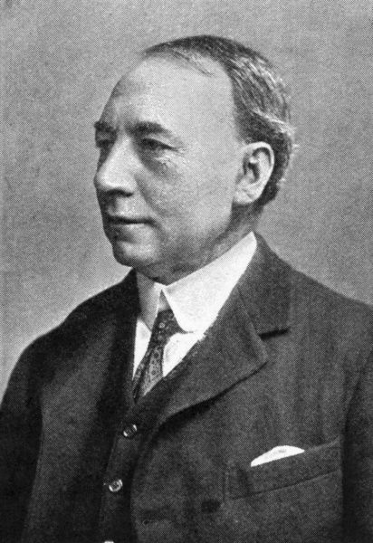 Thomas Charles Hunter Hedderwick (1850 - 1918), Liberal party politician, MP for Wick Burghs in Scotland from 1896 to 1900. Appointed London Metropolitan Police Magistrate in 1910. Date: 1910