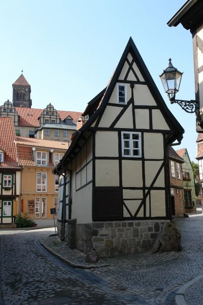 View of an old renovated timber-framed house in the medieval part of the town of Quedlinburg, Sachsen-Anhalt (Saxony Anhalt), Germany