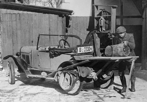 A travelling sawyer, with his portable 'saw mill', a saw and bench attached to the back of his car, whereby logs and timber can be sawn up accordingly. Date: 1930s