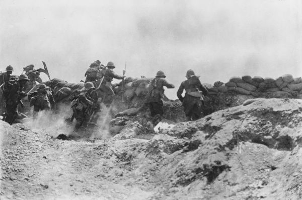 Allies attack across trenches during World War I at Gallipoli