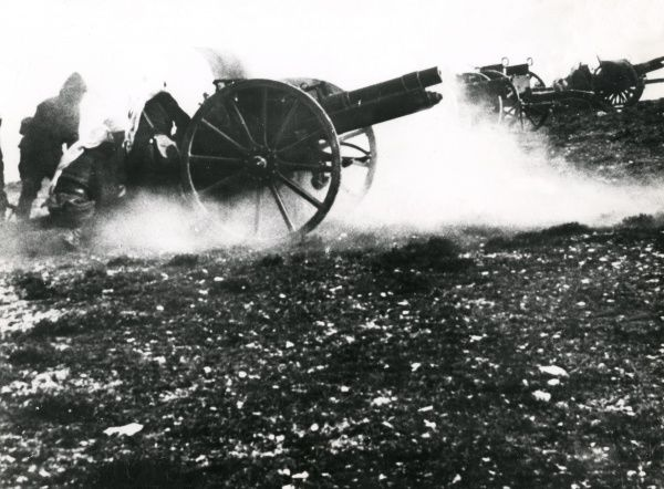 Turkish gunners and artillery in action during the First World War. Date: 1914-1918