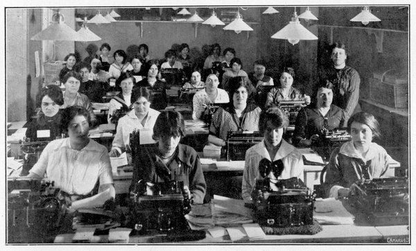 Women working in a French typing pool