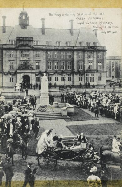 Newcastle-upon-Tyne - King Edward VII unveils the statue of his late Mother Queen Victoria at the Royal Victoria Infirmary, July 11th, 1906. The sculpture was made by George James Frampton (1860-1928)