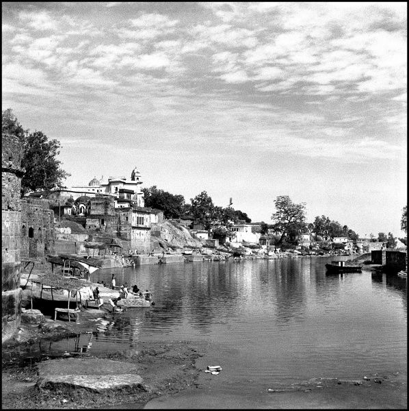 The banks of the River Ganges at Varanasi, India. Photograph by Ralph Ponsonby Watts Date: circa 1940s