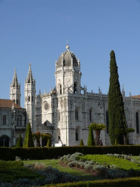 Portugal, Lisbon, Belem: Vasco da Gama Cathedral (former monasterial church of Jeronimos) behind the Parque do Imperio Date: 2010