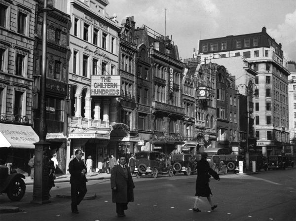 Vaudeville Theatre on the Strand, London presenting The Chiltern Hundreds. Almost next door is Romano's restaurant, prominent in London's night-life at the turn of the century. Date: 1947