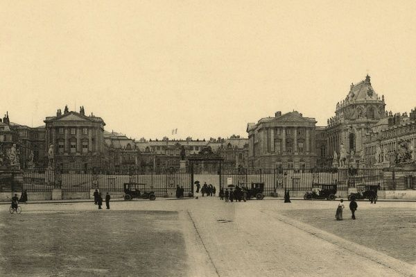 The principal facade of the palace in the early 20th century. Date: circa 1910