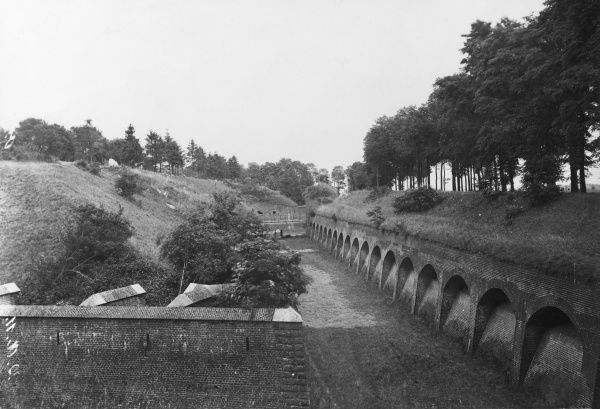 View of the Fort de Maulde, also known as the Fort de Beurnonville and the Ensemble de Maulde, on the Maginot Line in northern France during the First World War. It was built in the 1880s. Date: circa 1914