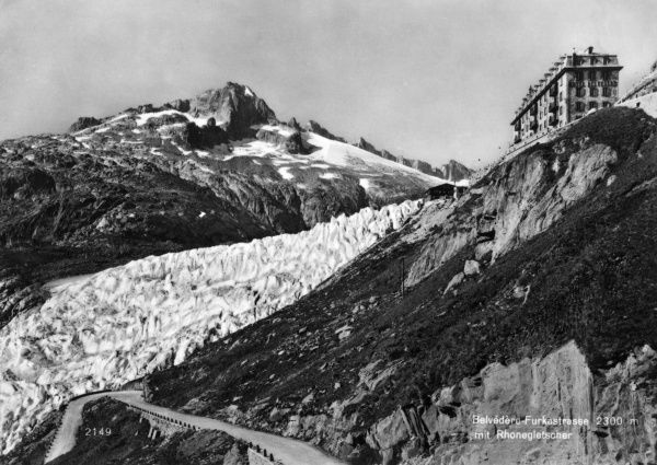 Belvedere Furkastrasse at a height of 2300 metres, with the Rhone Glacier alongside it and a building at the top. Date: circa 1940