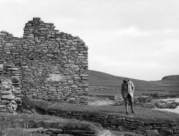 The ruins of a fine dry stone building, reputed to have once been the stronghold of the former Norse Chieftains of the islands, Jarlshof, Sumburgh, Shetland, Scotland. Date: 9th or 10th century