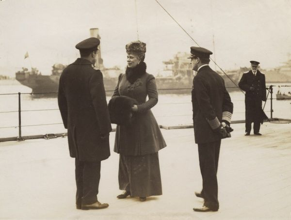 The Royal visit to the Fleet. Queen Mary chatting to Viscount Curzon (Francis Curzon, later 5th Earl Howe). On the right of the group of three is Admiral David Beatty. Date: c.1915