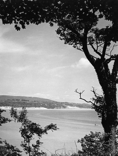 Oxwich Bay, Gower Peninsula, Glamorganshire, Wales, with its lovely sands and picturesque shore. Date: 1960s