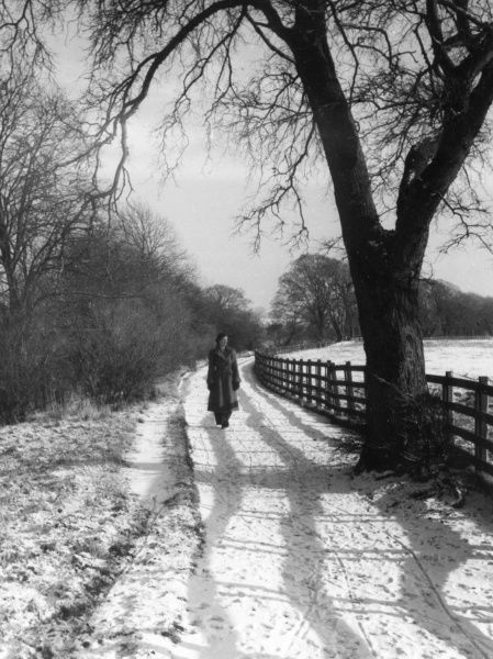 A young woman on the River Ayr Walk during snowy weather, Ayr, Ayrshire, Scotland. Date: 1950s