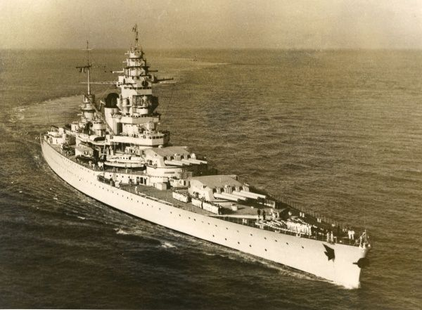French battleship Date: 1930s