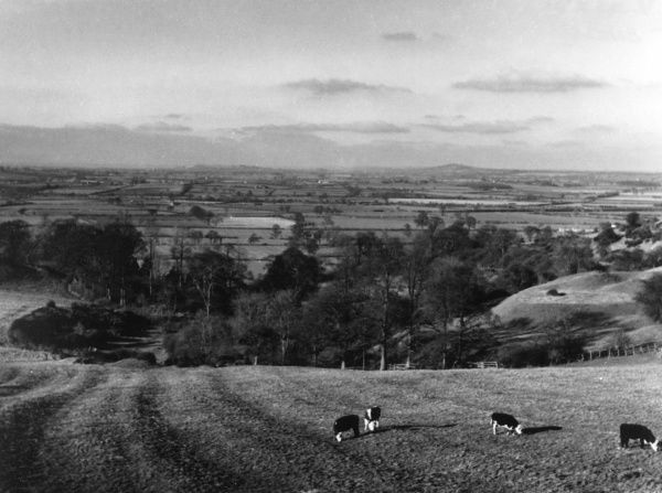 A landscape in Warwickshire, England : View from Dassett Hills towards Fenny Compton. Date: 1960s