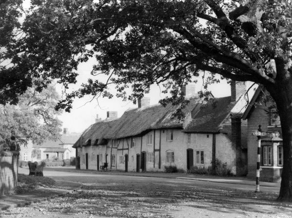 An early autumn view, showing thatched cottages at Monks Kirby, a village in Warwickshire, England. Date: 1960s