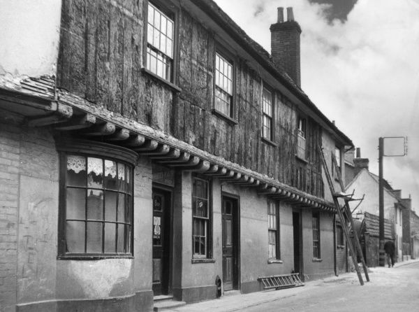 A row of interesting old cottages in George St. Hadleigh, Suffolk, England. Date: 1930s