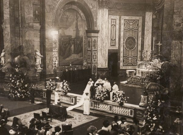 The wedding of Lord Lovat (Brigadier-General Simon Joseph Fraser, 14th Lord Lovat, 1871-1933) and the Hon Laura Lister (daughter of Thomas Lister, 4th Baron Ribblesdale) at the Brompton Oratory, South Kensington, London
