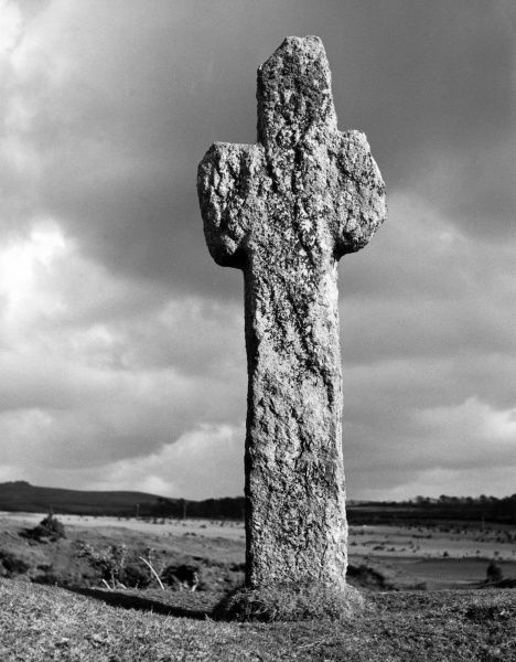 The huge granite cross, standing over 7 feet high, on Whitchurch Down, Dartmoor, near Tavistock, Devon, England. Date: 1950s
