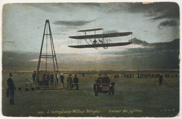 Wilbur Wright rounds a pylon at Auvours, to demonstrate the manoeuvrability of his biplane ; while here he broke both duration and altitude records