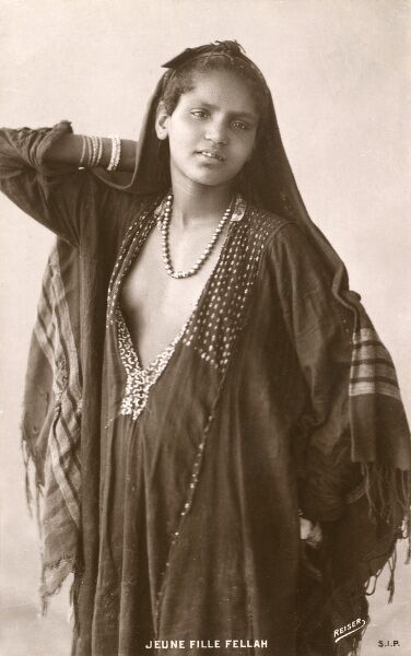Young Fellah Woman standing in an alluring pose Date: circa 1920s