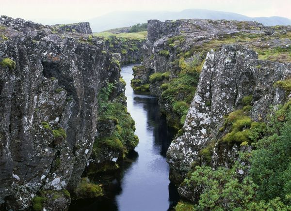 Iceland crack in Earth 39 s crust at point where Tectonic plates join
