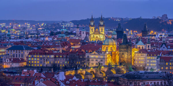Czech Republic, Prague, Old Town, Stare Mesto, including Charles Bridge (Karluv Most) and Church of Our Lady Before Tyn