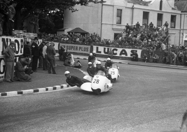 walter schneider bmw 1957 sidecar tt walter schneider bmw leads the field at photo. Black Bedroom Furniture Sets. Home Design Ideas
