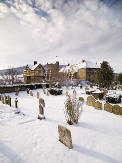 Stokesay Castle in the snow N080708