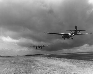 Handley Page Halifax V towing Airspeed Horsa