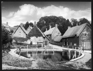 THATCHED VILLAGE 1930S