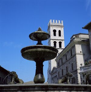 Piazza del Comune with fountain and temple of Menerva