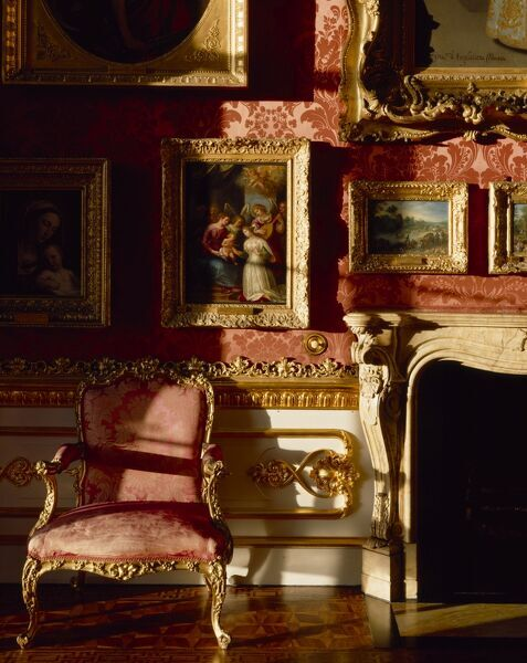 APSLEY HOUSE, Hyde Park Corner, Westminster, London. Interior detail of the north wall and fireplace in the Waterloo Gallery