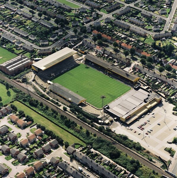 BOOTHFERRY PARK, Hull. Aerial view. Home of Hull City FC between 1946 and 2002. Photographed in 1992. The Tigers took their place in the top flight of English football for the first time in August 2008, playing at the KC Stadium. Aerofilms Collection