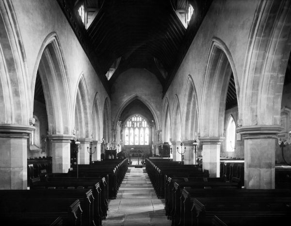 St MICHAEL'S CHURCH, Bray, Berkshire. The church interior looking east showing the early 14th century arcades and Victorian chancel arch